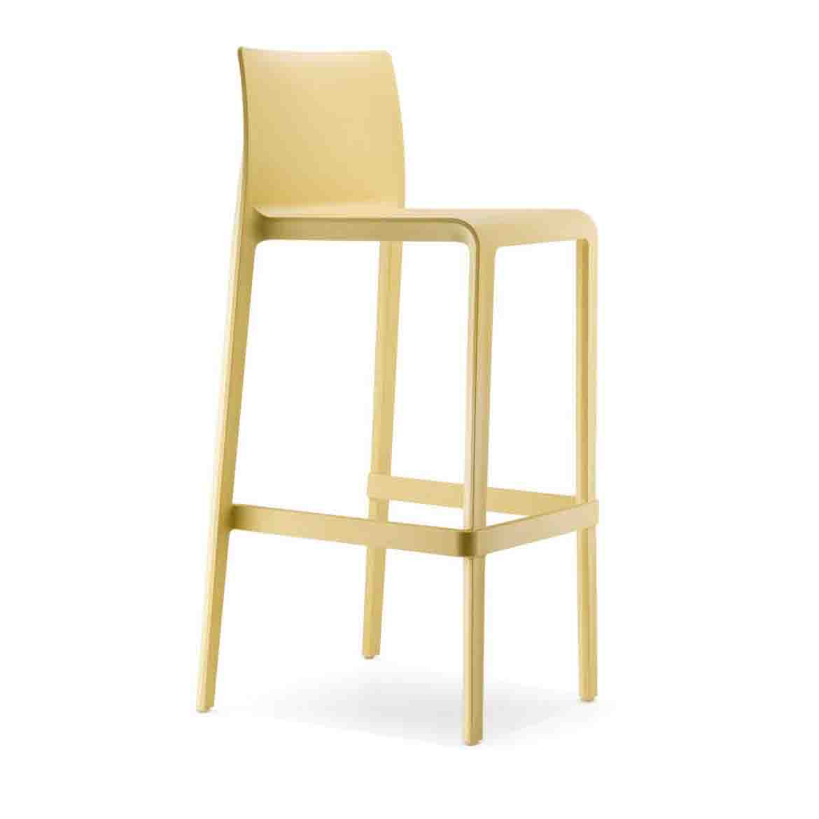 Made of polypropylene, injected with gas air moulding and reinforced by glass fibers, the Volt barstool is available in the same range of colours of the chair. Same as the structure.